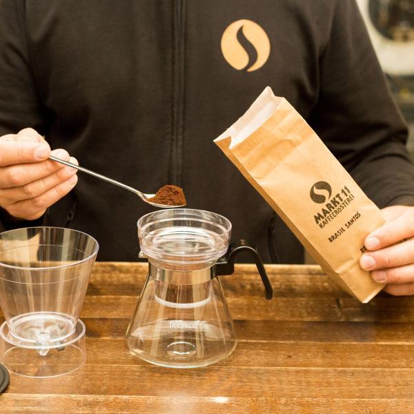 Befülle Deine Cold Brew Kanne mit einem grob gemahlenen Kaffee