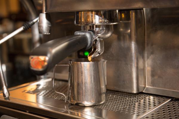 für einen Latte Macchiato benötigst Du einen Espresso Single Shot.