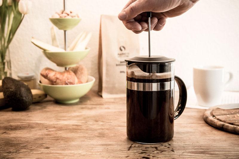 Nach Vier Minuten ist der French Press Kaffee bereit zum runterdrücken