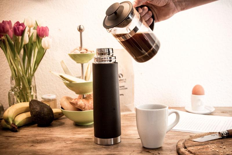 Nicht sofort benötigter Kaffee sollte in ein geeignetes Gefäß gefüllt werden